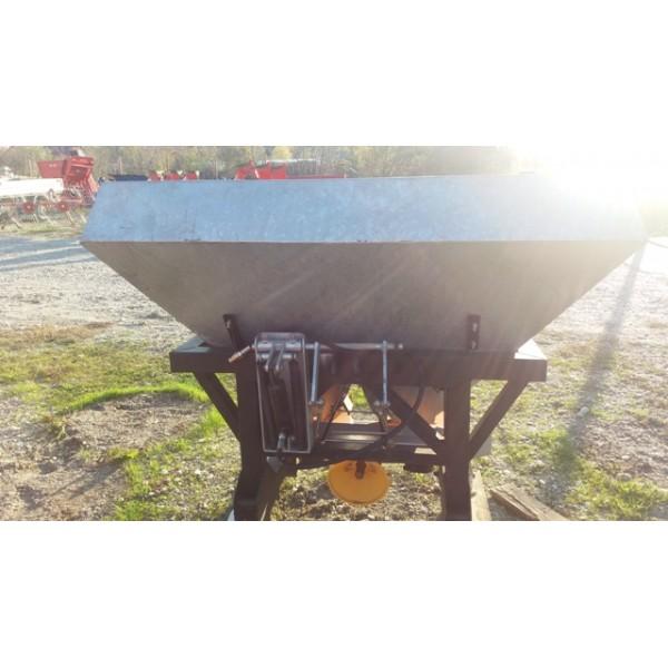 Masina de imprastiat azot purtata de 600 litri